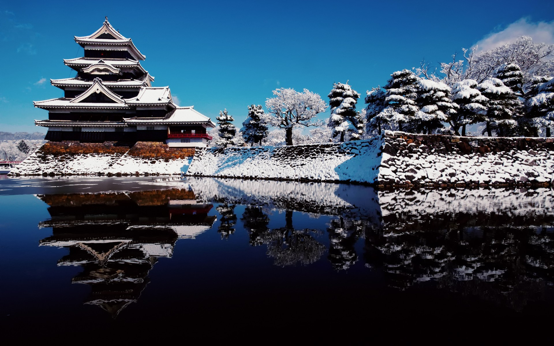 Matsumoto_Castle_raven_sky_water_reflection_winter_snow_japan_water_lakes_buildings_architecture_asian_oriental_1920x1200